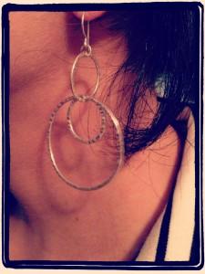 7HU_earring_upclose_rippled_links